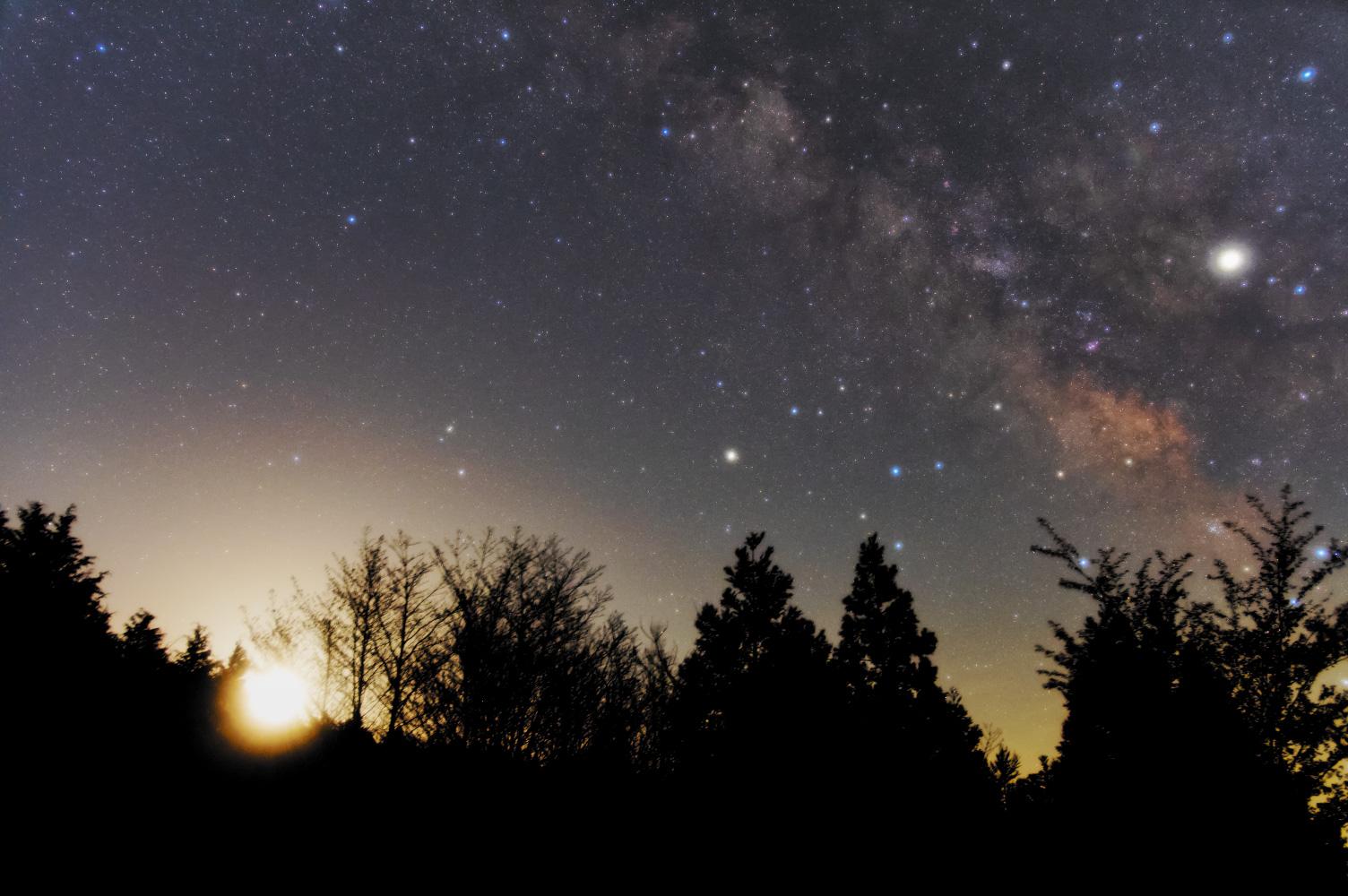 20190427-galaxy-moon