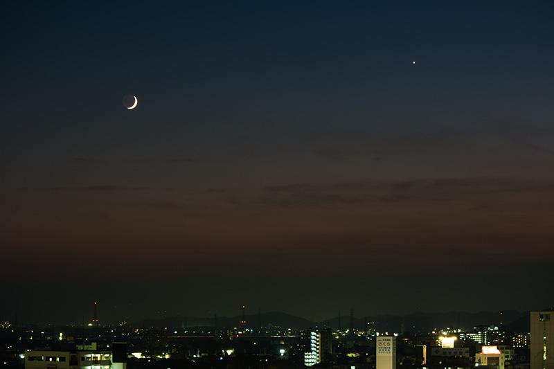 月(月齢3.1)と金星