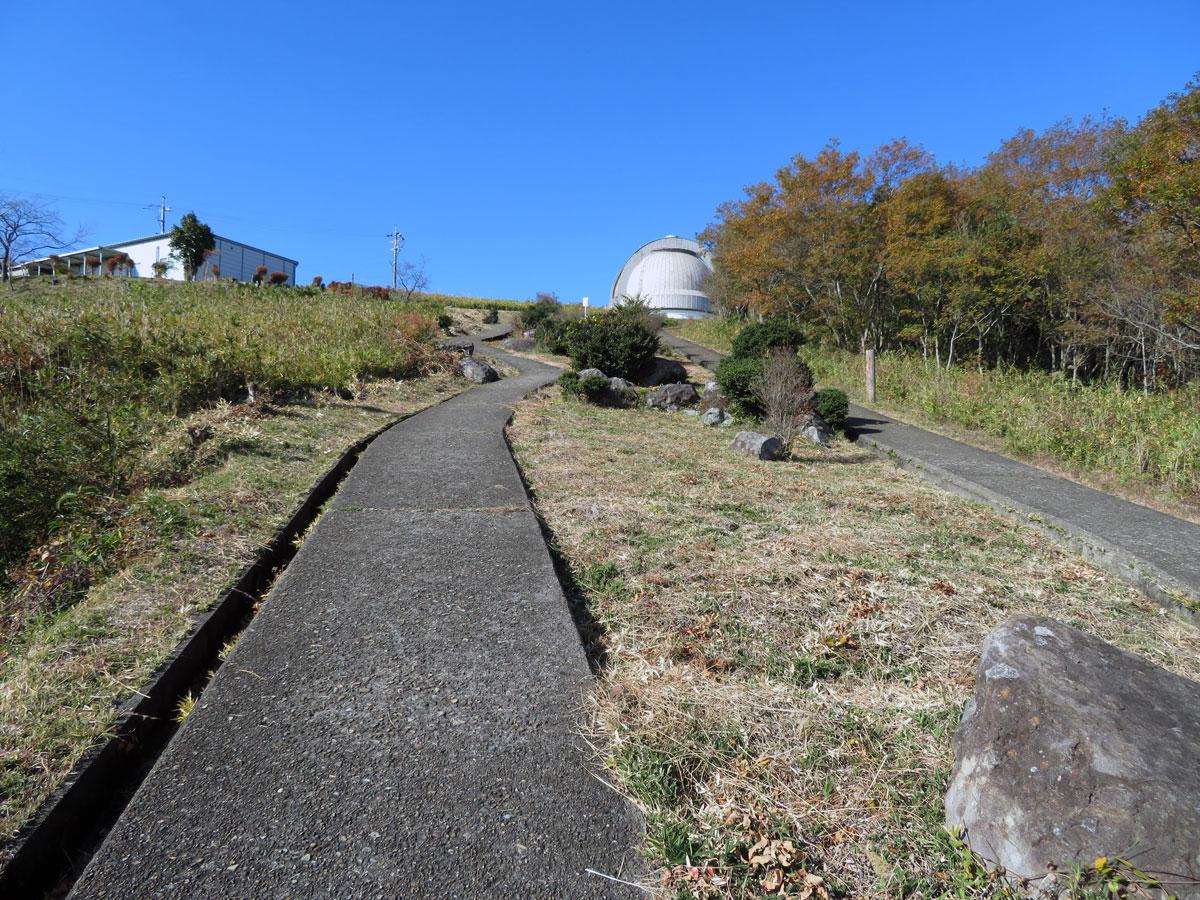 国立天文台188cm望遠鏡 ドームへの上り坂