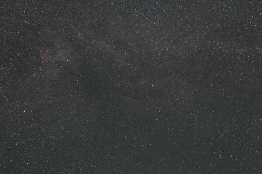 はくちょう座~ケフェウス座付近の天の川(+流星)