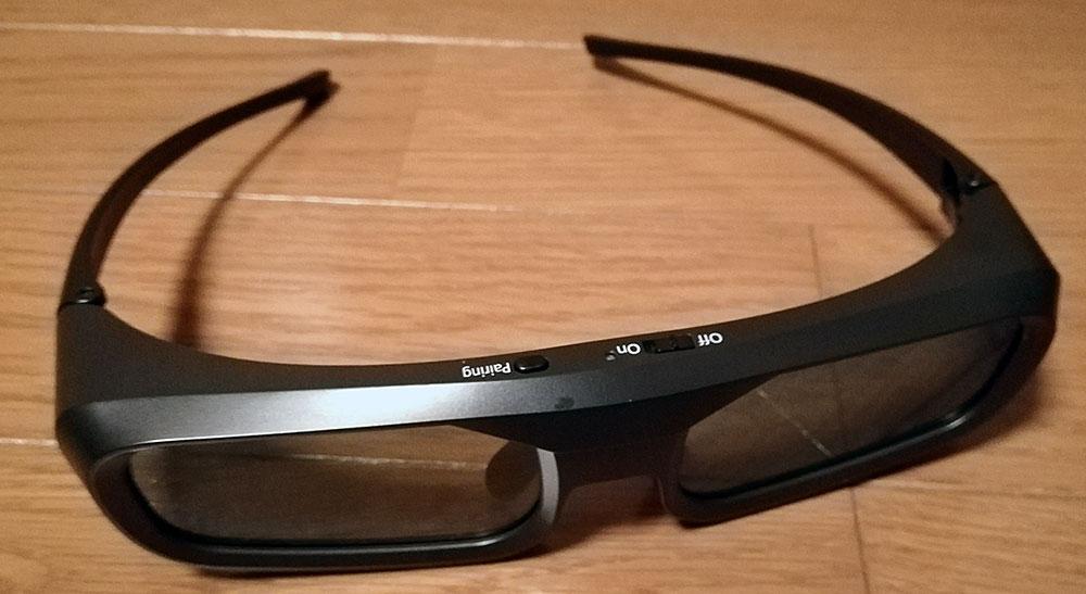 プロジェクター付属の3Dメガネ(アクティブ式)