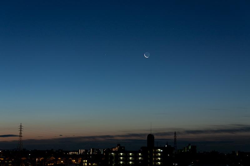 月齢27.6の細い月と西方最大離角の水星