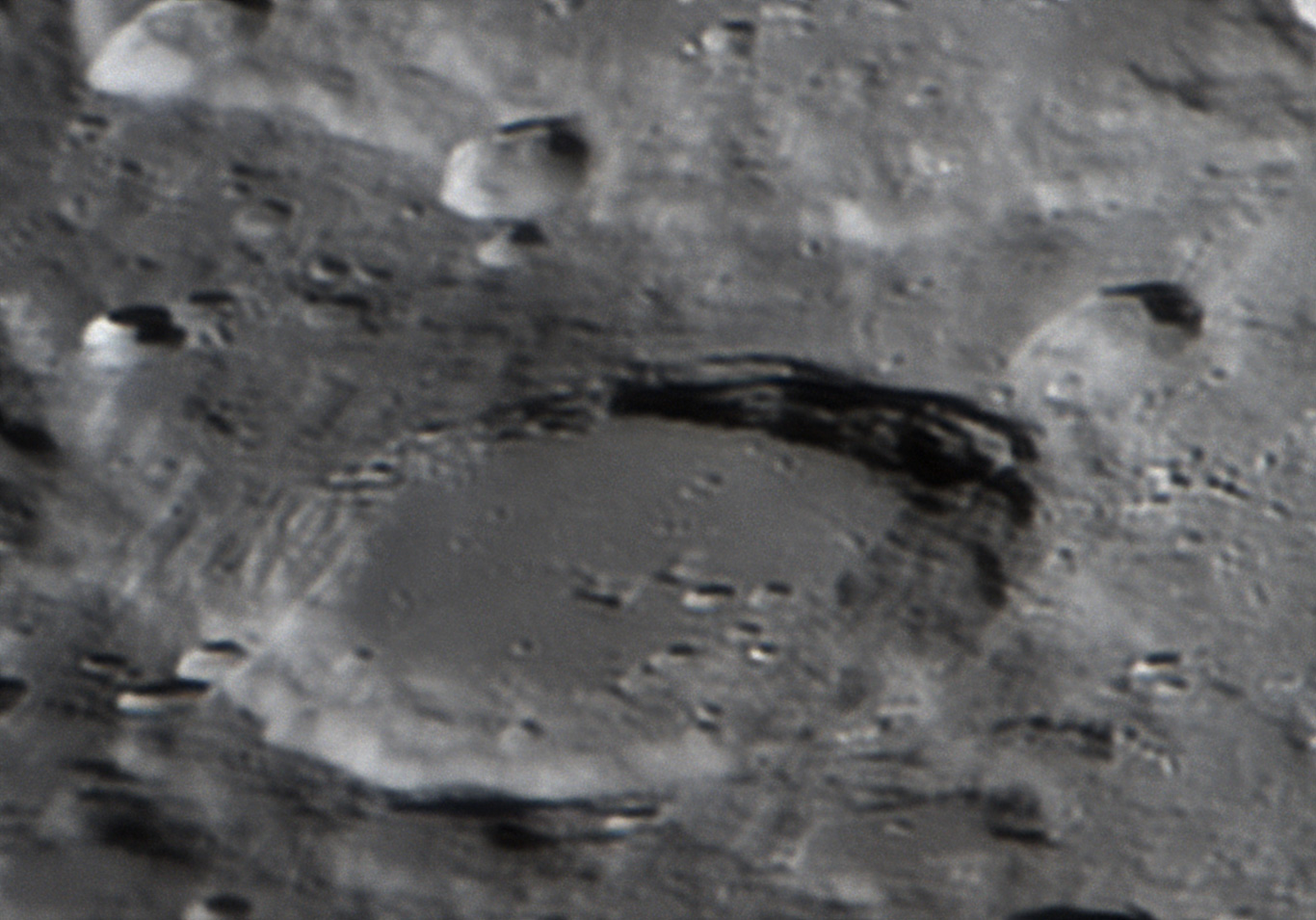 月面拡大撮影(合成焦点距離7577mm)
