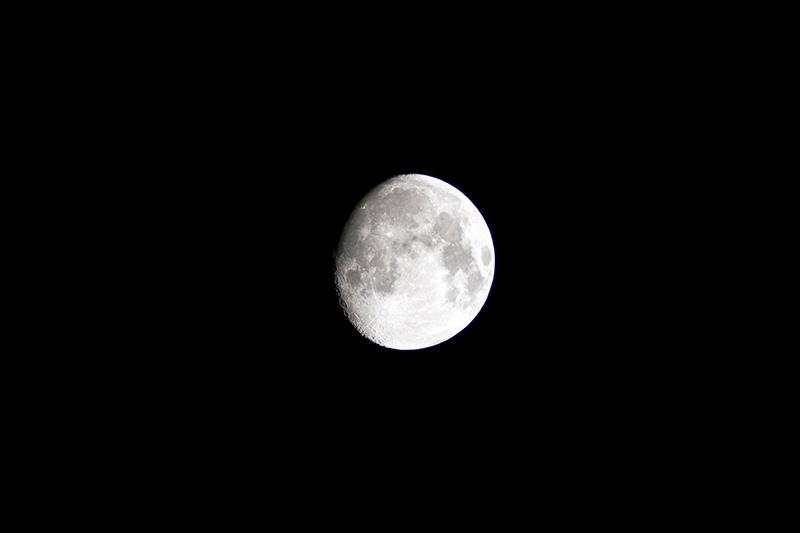 New KDS 63-540とKiss X2でで撮影した月(トリミングなし)