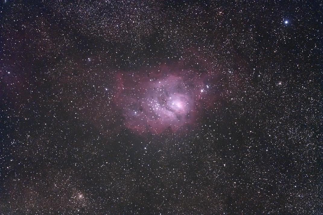 M8(いて座の散光星雲)