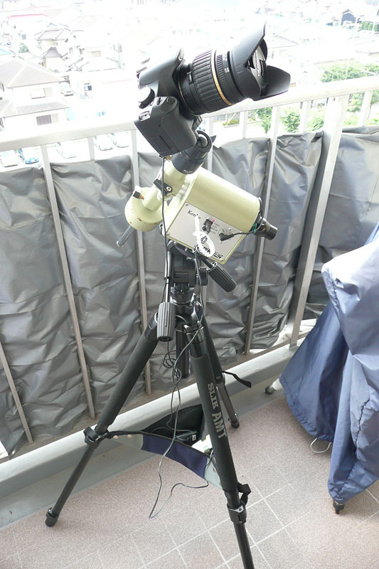 カメラ三脚に載せたスカイメモR