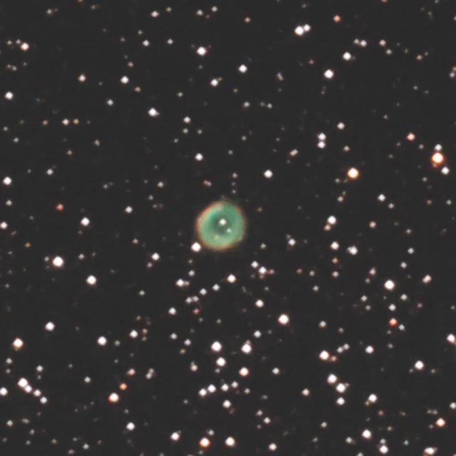 とも座の惑星状星雲 NGC2438