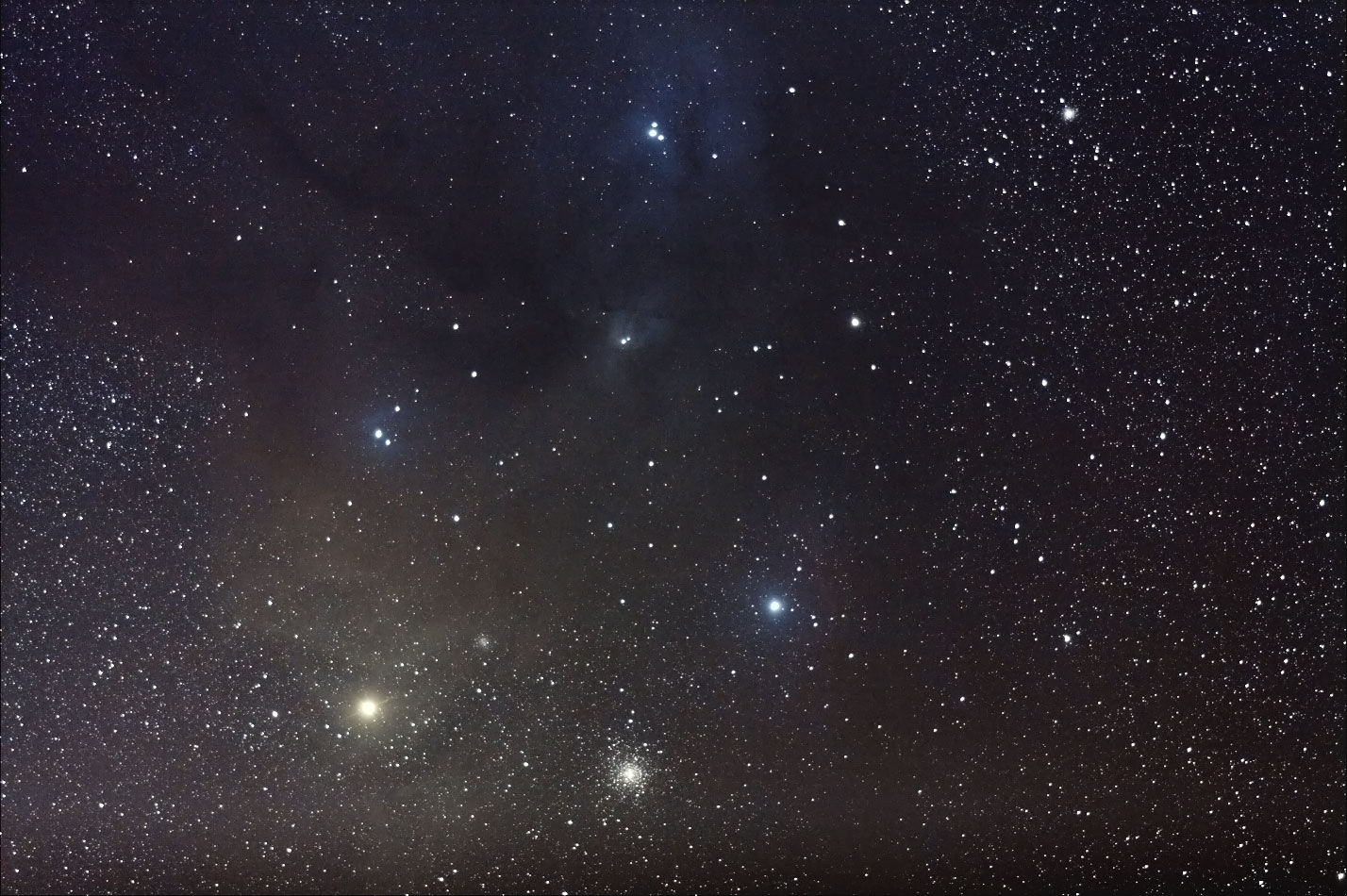 さそり座のアンタレスと球状星団M4