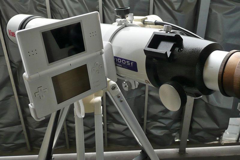 「DS 星空ナビ」を天体望遠鏡に取り付け