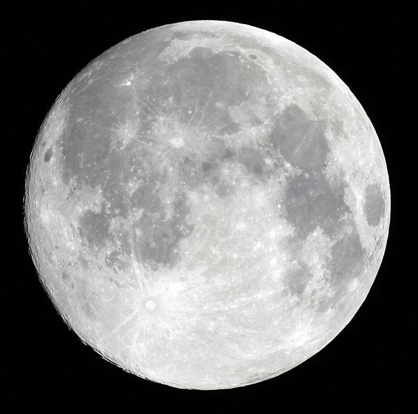 中秋の名月(月齢14.8)
