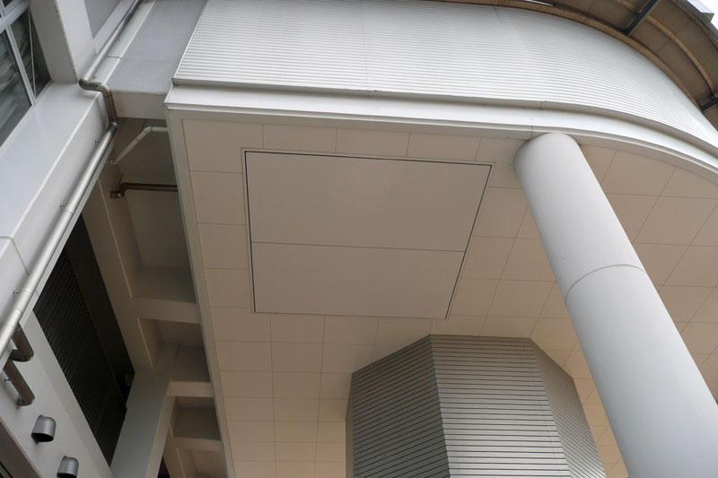 望遠鏡ドーム下の搬入口