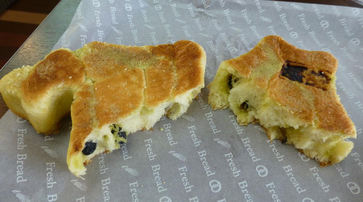 北海道型パンを割った