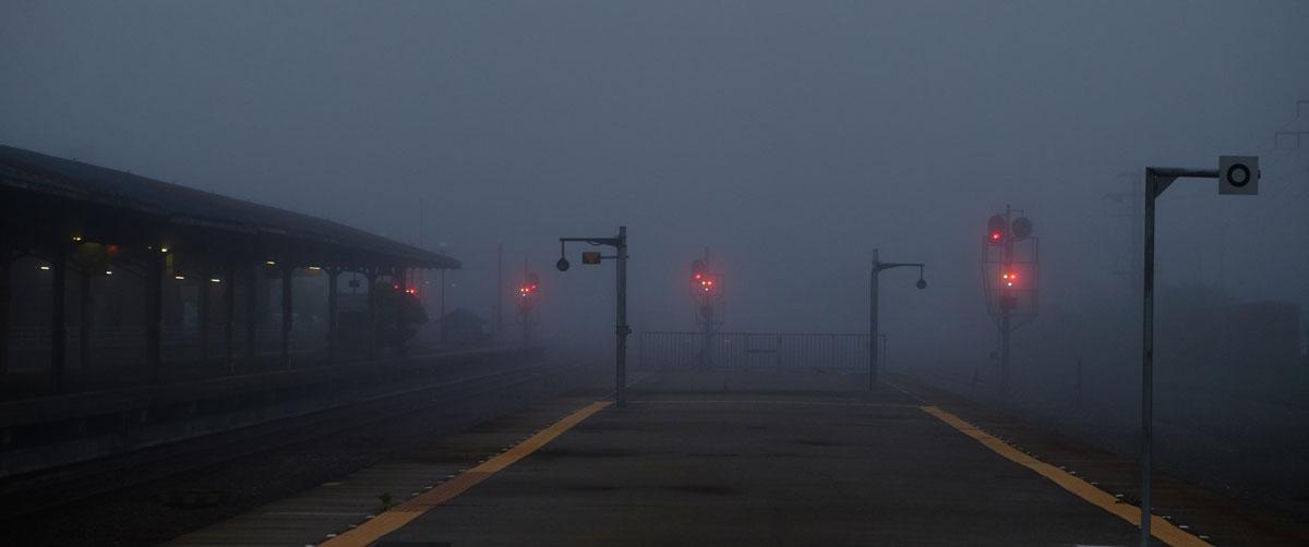 霧の釧路駅