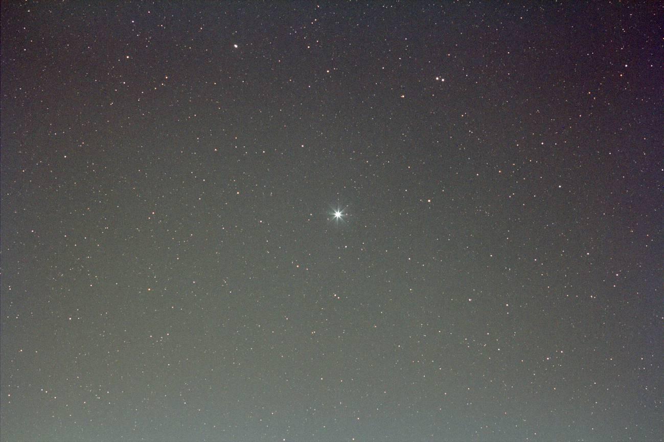 EF200mm F2.8L II USM -> F4.0 + EOS60Da(輝星が中央)