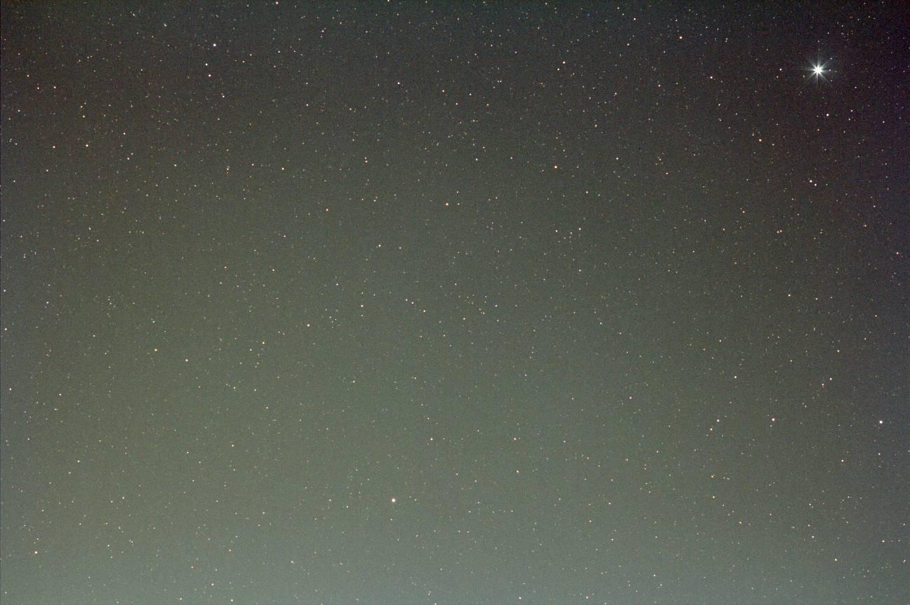 EF200mm F2.8L II USM -> F4.0 + EOS60Da(輝星が右上端)