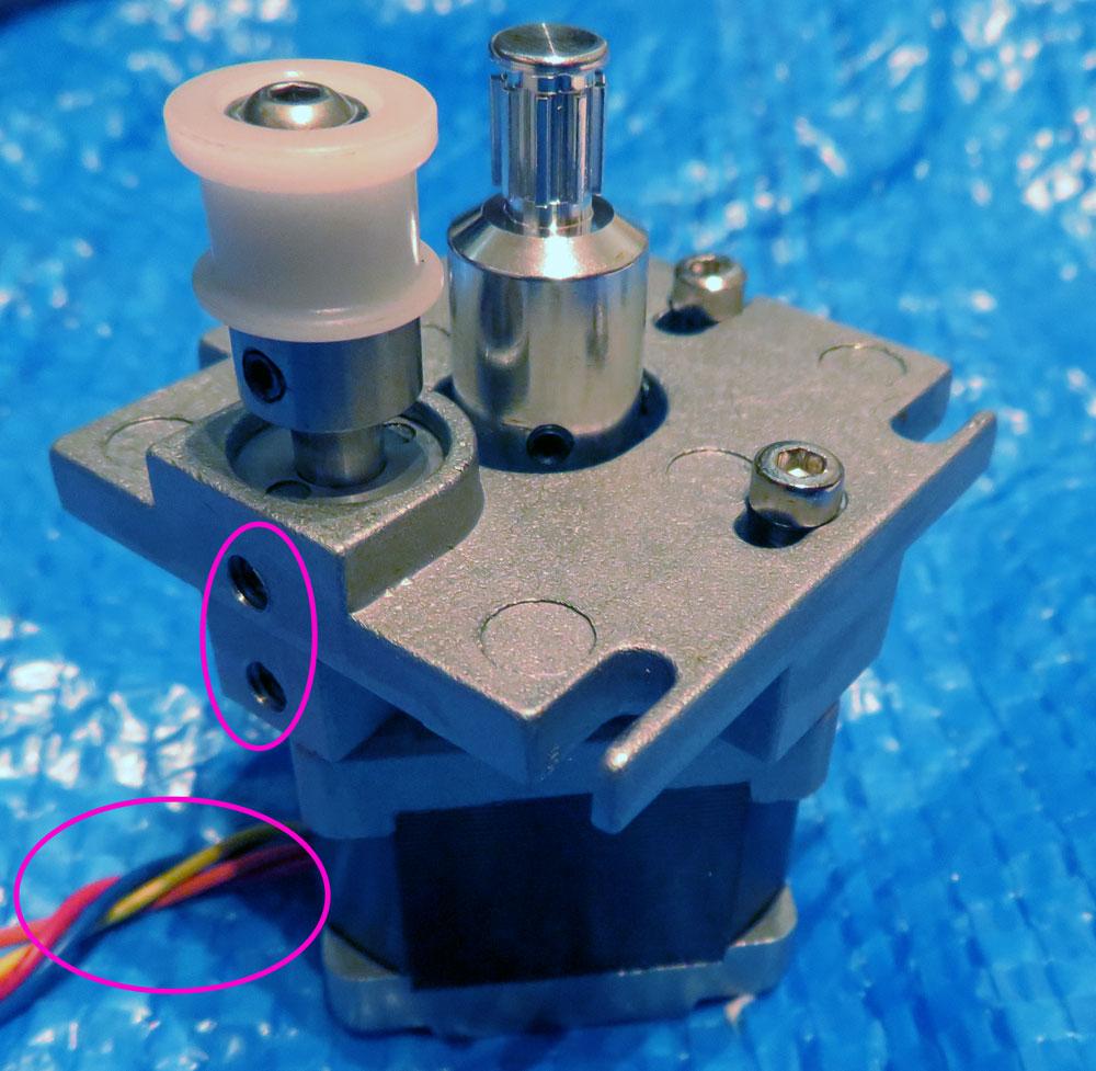 DECアイドラープーリ取り付けと位置調整、およびモーター取り付け