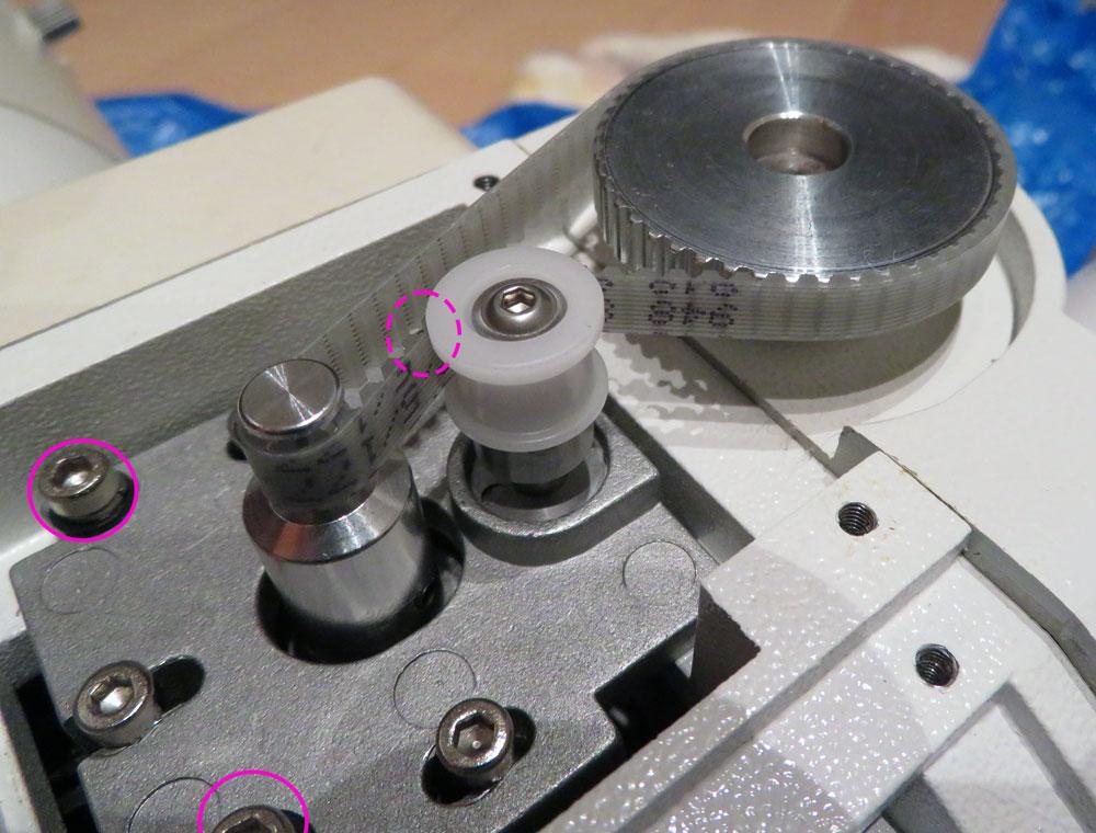 DEC側ベルトの取り付けとモータプレート位置で張力調整