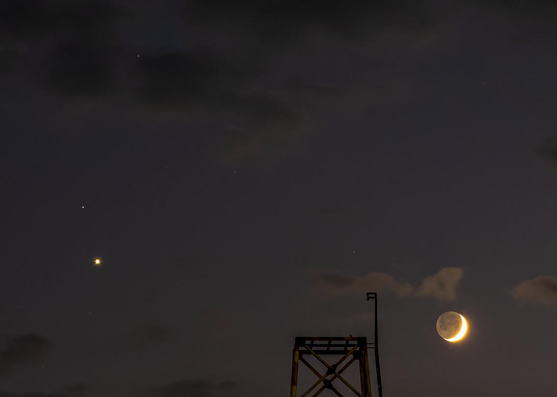 月齢2.3と金星